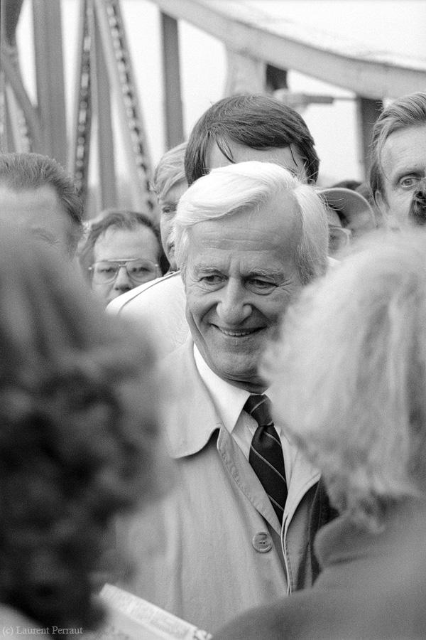Bundespräsident Richard von Weizsäcker - Brücke der Einheit (Glienicker Brücke) - http://www.myheimat.de/potsdam/glienicker-bruecke-und-die-grenzoeffnung-1989-d58529.html